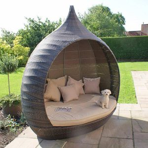Importance Of An Outdoor Furniture By Utilizing For Decor Outdoor Space