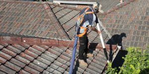 Be aware of the gutter cleaning services