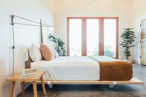 What are the advantages and disadvantages of a memory foam mattress?